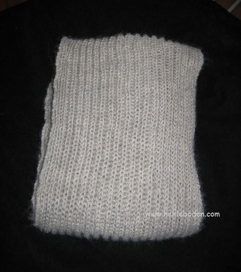 Skjerf strikket i helpatent